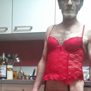 homme gay en lingerie féminine